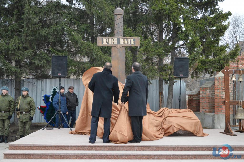 Памятник из цветного гранита Тайга Цоколь резной из габбро-диабаза Мценск